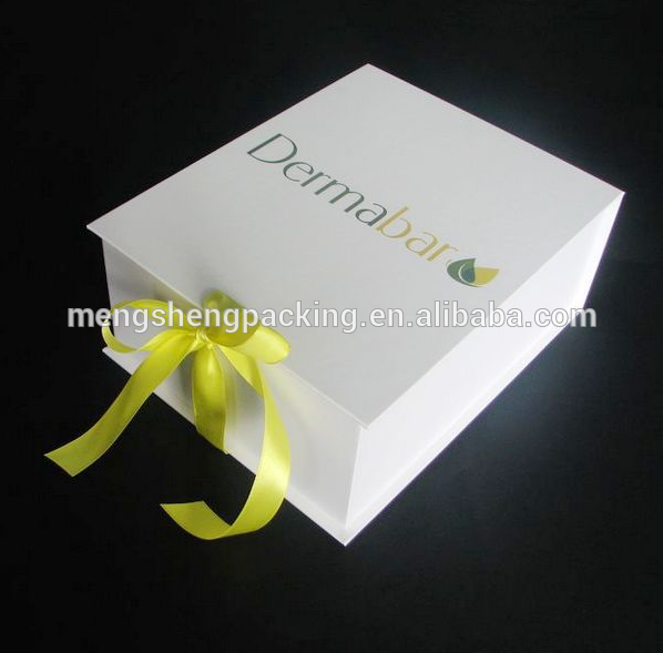 gift box with lid How to Wrap a Plate as a Present